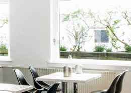 Lys morgenmadsrestaurant/ Bright breakfast room